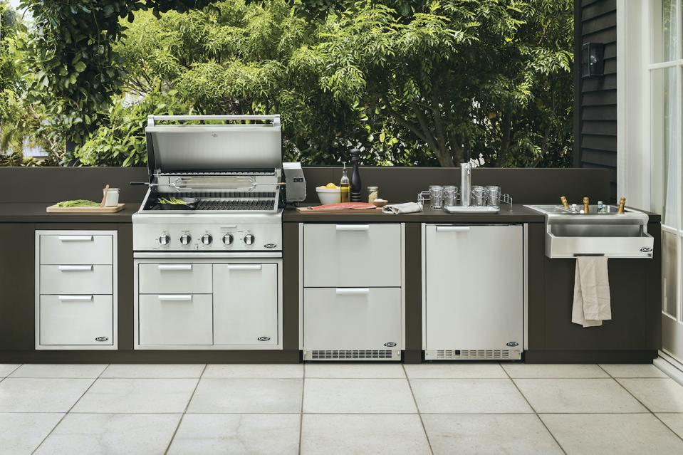 DCS/Fisher & Paykel outdoor kitchen.