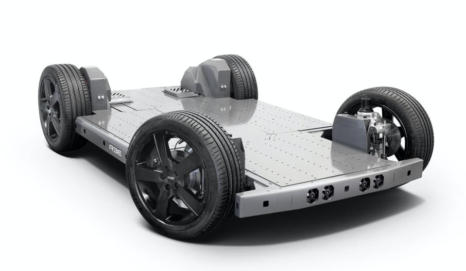 REE integrates the battery pack and motors into a lightweight, lower-cost flat platform for electric vehicles