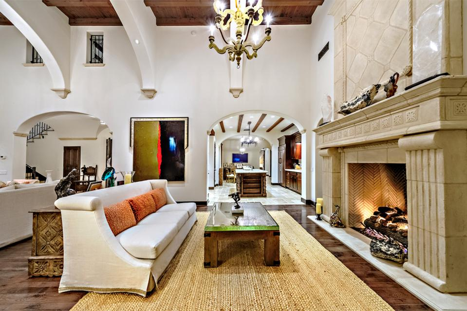 living room, double-height ceiling, fireplace
