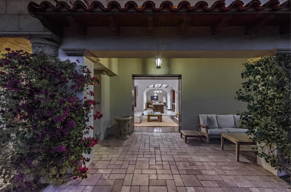 52945 Humboldt Blvd., indoor-outdoor lifestyle