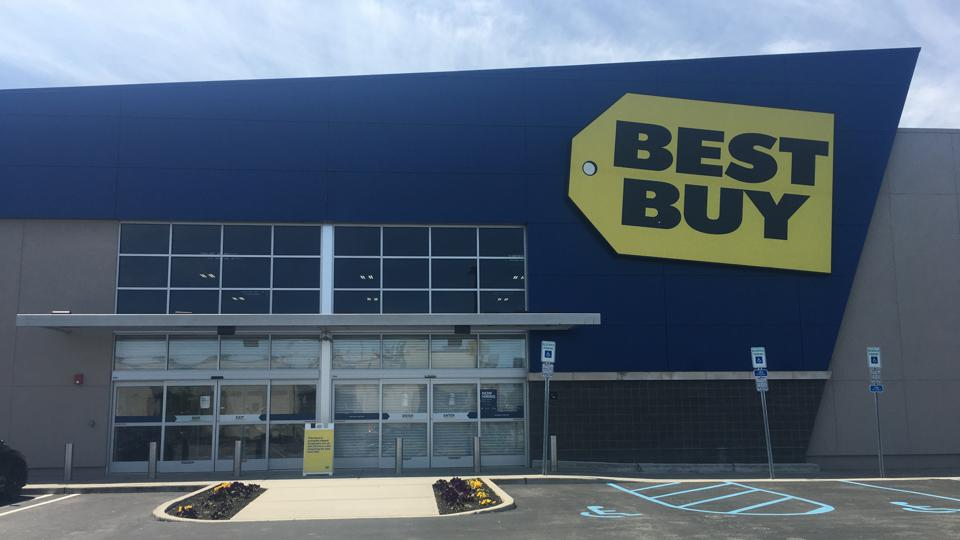 The outside of a Best Buy store in Paramus, N.J. on May 20, 2020.