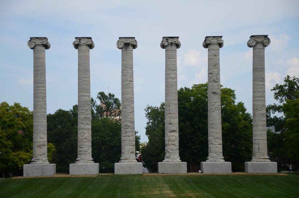 Iconic campuscolumns