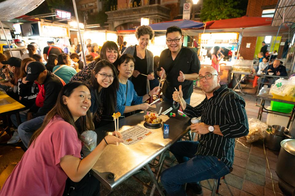 On a night off in Taipei, Philadelphia Orchestra musicians enjoy local food.