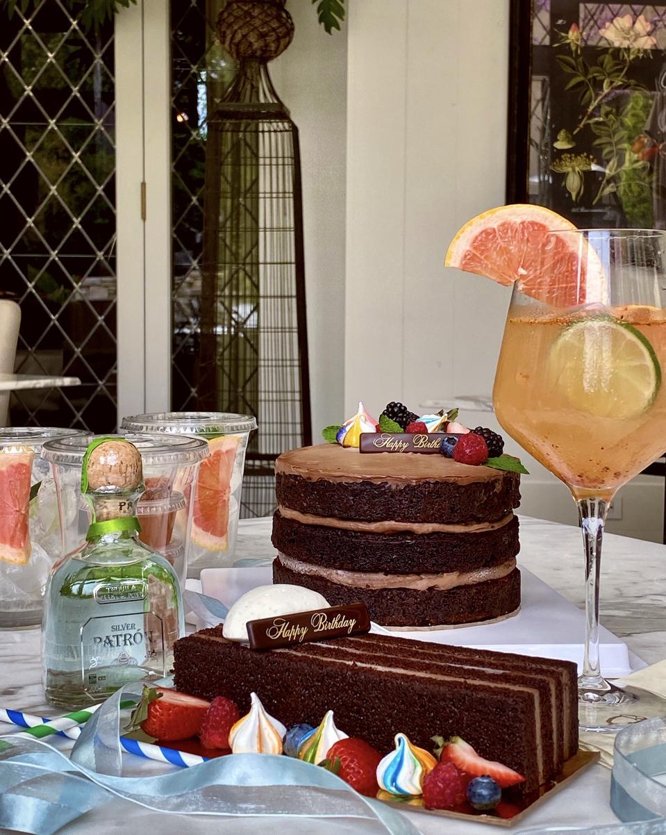 cake surprised themed box