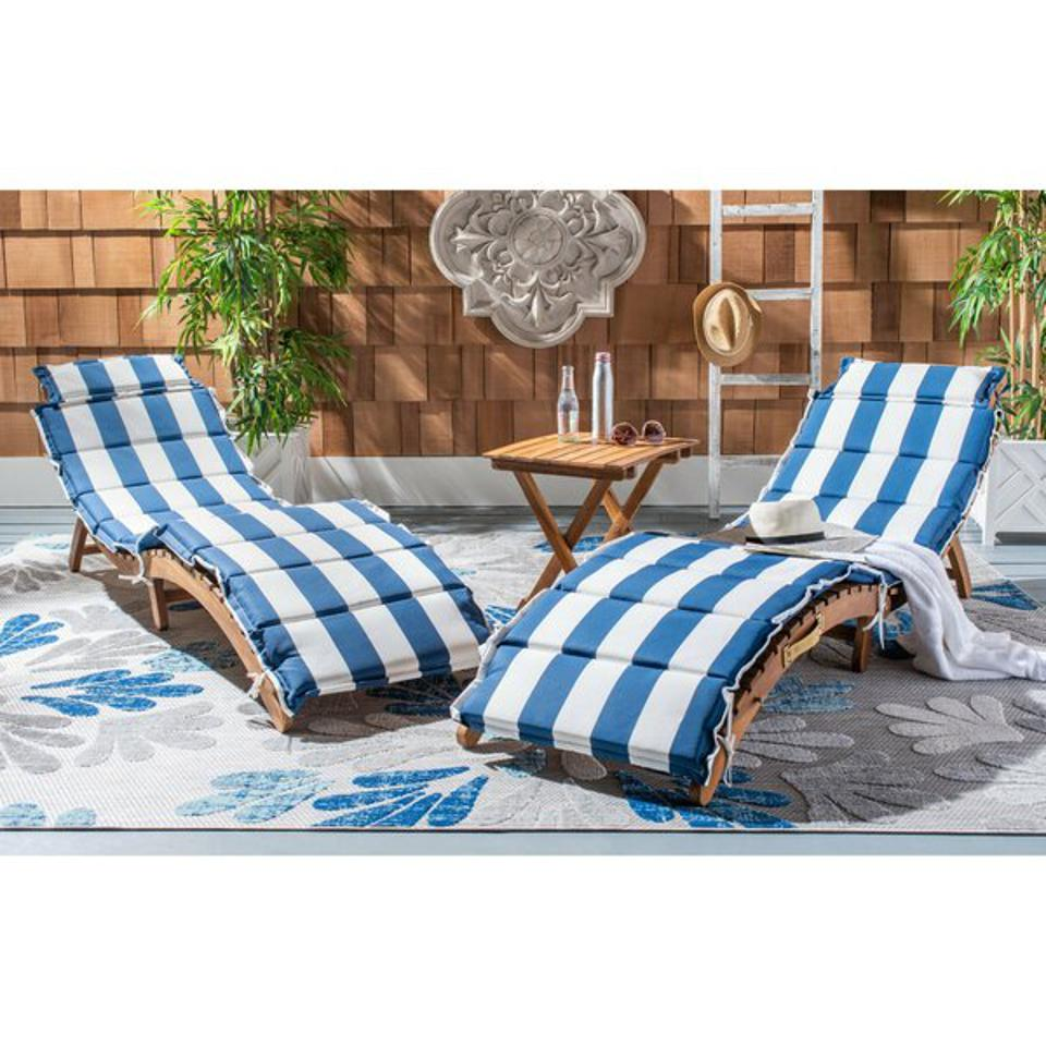Striped chaise lounge set