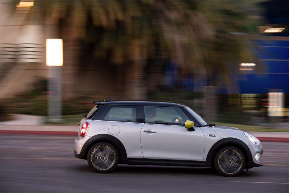 MINI SE is a battery-electric car that entertains when driven briskly.