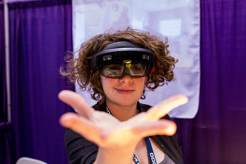 HoloLens, AWE