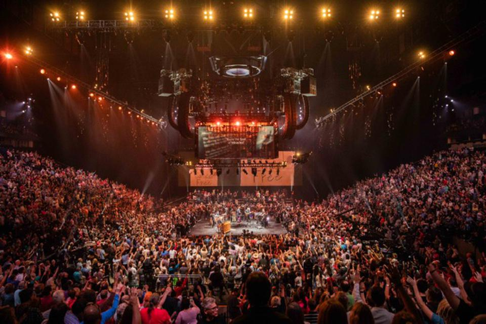 Michael W. Smith performing ″Waymaker″ for the first time at Bridgestone Arena in Nashville. (August 30, 2018)