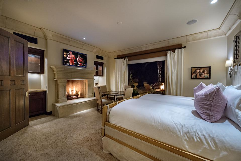 Guest room, patio, fire pit, fireplace