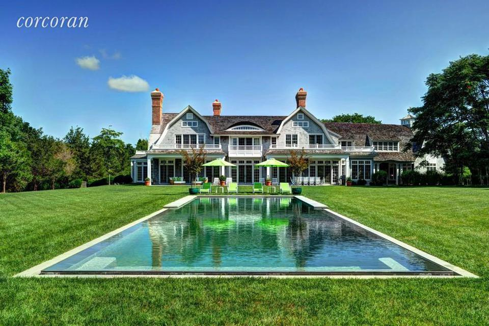 A Southampton year-round rental house for $850,000. 9,000 sq.ft., 8 bedrooms, 10 bathrooms, with a pool on 2.2 acres.