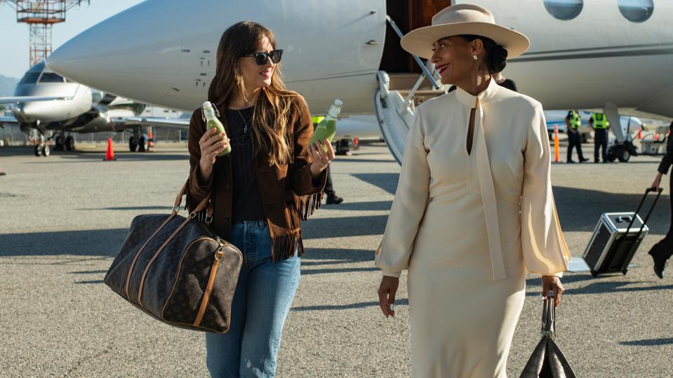 Dakota Johnson stars as Maggie Sherwoode and Tracee Ellis Ross as Grace Davis in THE HIGH NOTE