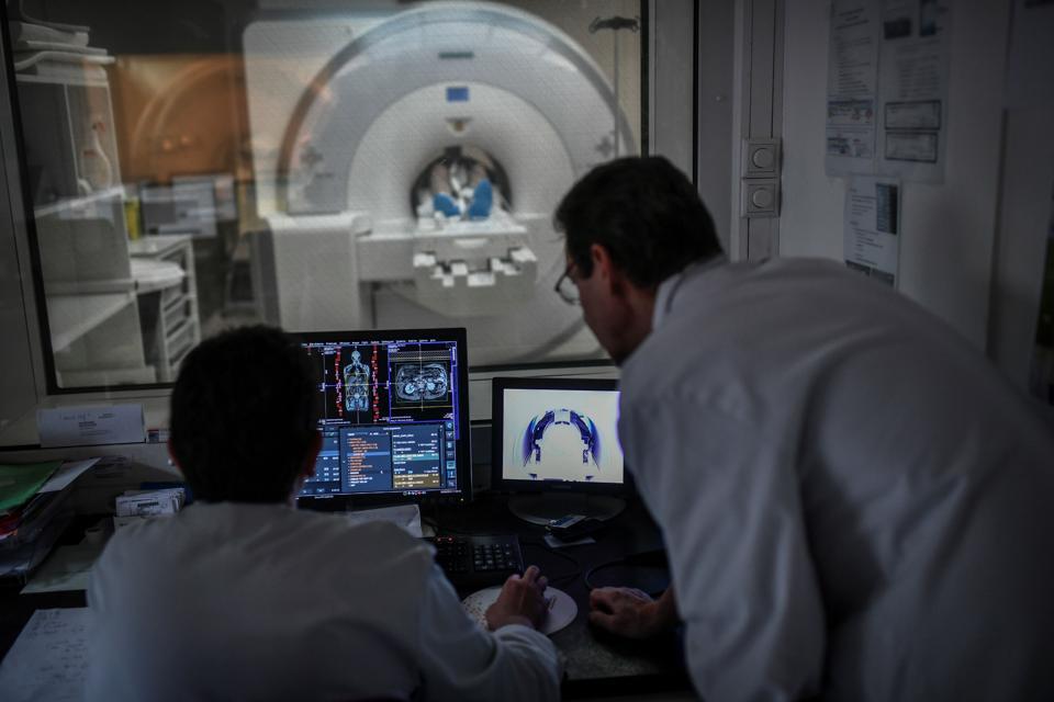 FRANCE-HEALTH-CANCER-MRI-ROBOT