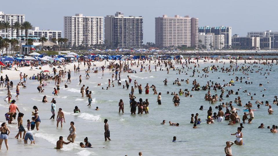 Clearwater beach nearly at capacity during Memorial Day weekend