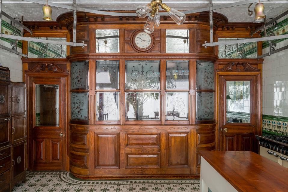 The wooden kiosk