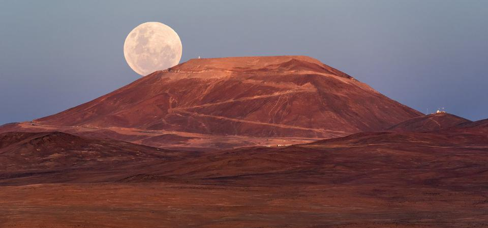 The first evening of the new year was beckoned in by a spectacular supermoon, rising up from behind the majestic Cerro Armazones mountain in Chile. A supermoon like this is a magnificent, albeit relatively frequent, occurrence which takes place when a full moon coincides with the point in the lunar orbit that is closest to Earth, its diameter appearing about 14% larger in the sky.