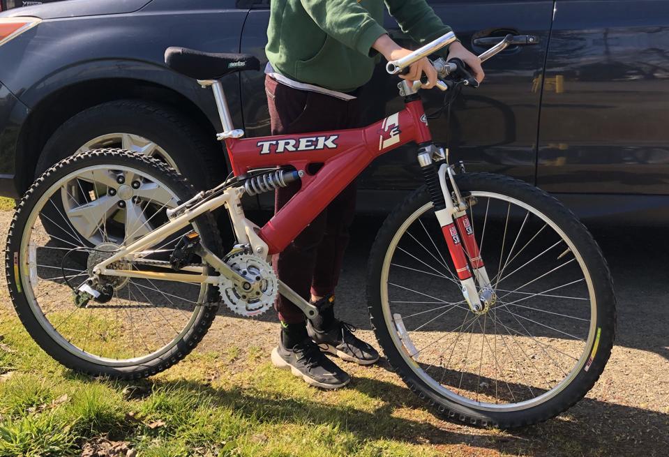 A mid-90s Trek Y3 mountain bike