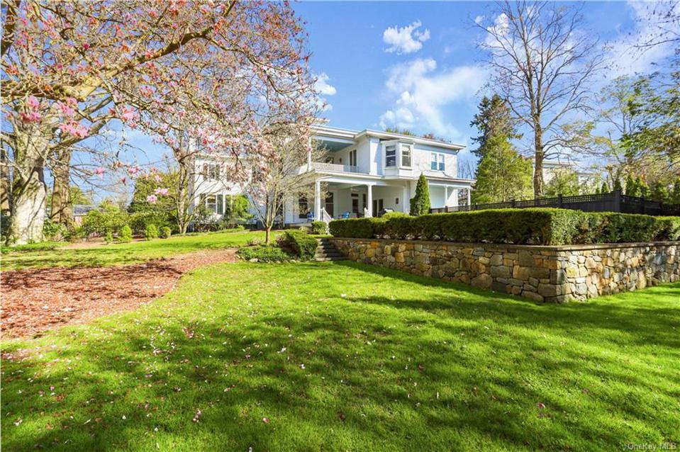 A Greenwich, Ct. house with 5,135 square feet including 4 bedrooms, 6 bathrooms. Asking Price is $2,950,000. It was listed on 4/24/20 and a contract was signed on 5/11/20.