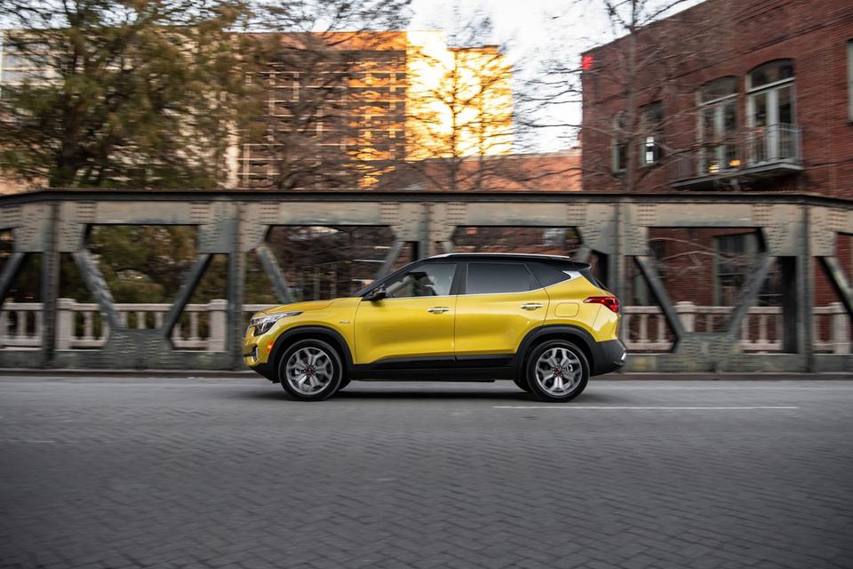2021 kia seltos sx turbo awd test drive and review just right