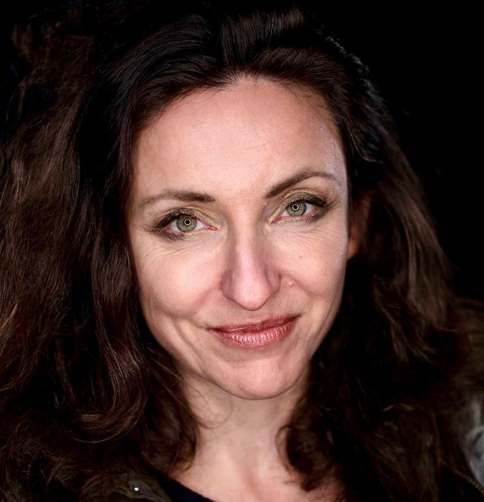 Los Angeles-based psychotherapist Meriana Dinkova