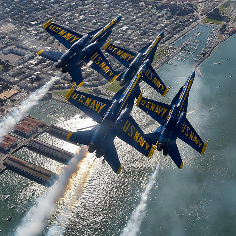 Blue Angel F/A-18 Hornets in Diamond formation.