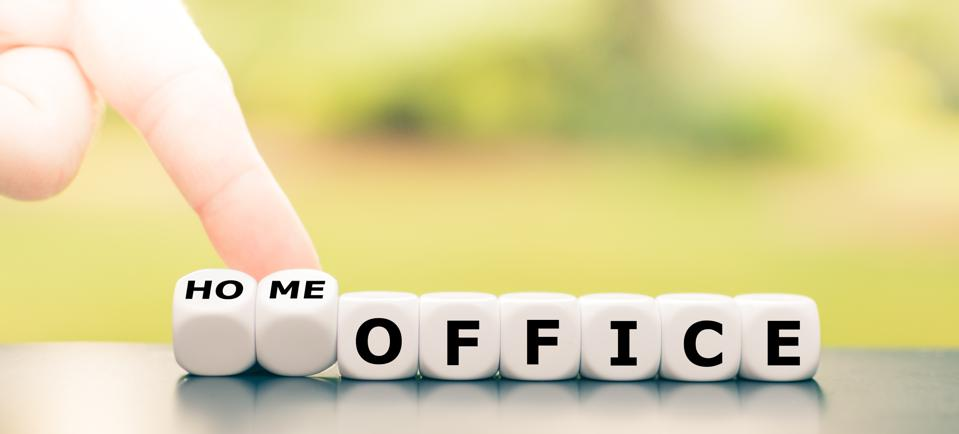 Be in home office during the corona crisis. Hand turns dice and changes the expression ″office″ to ″home office″.