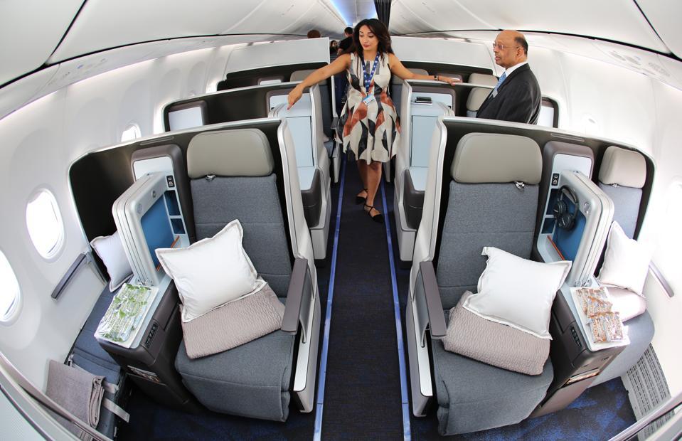 Dubai Airshow 2017 continues in United Arab Emirates