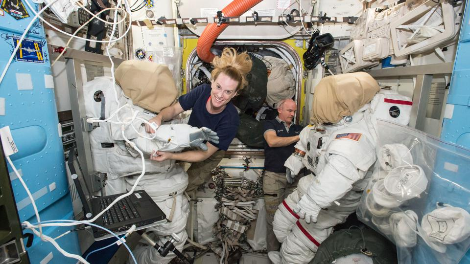 Despite SpaceX Success NASA Will Pay Russia $90 Million To Take U.S. Astronaut To The ISS