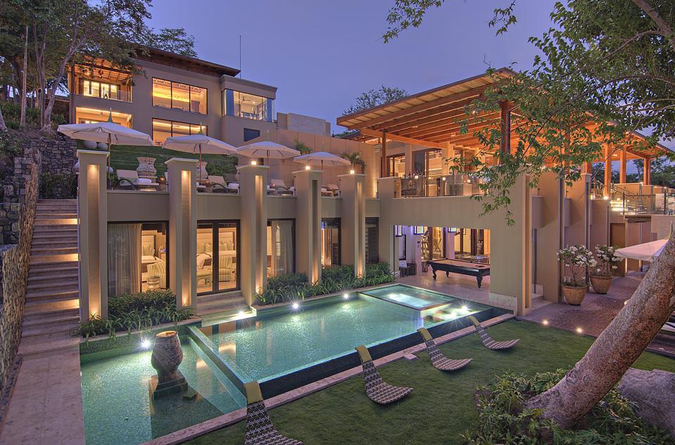 villa and pool in Costa Rica
