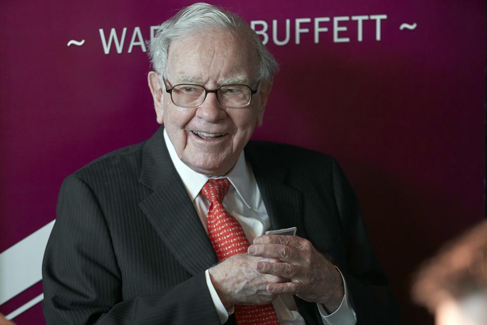 Warren Buffet at Berkshire Hathaway meeting