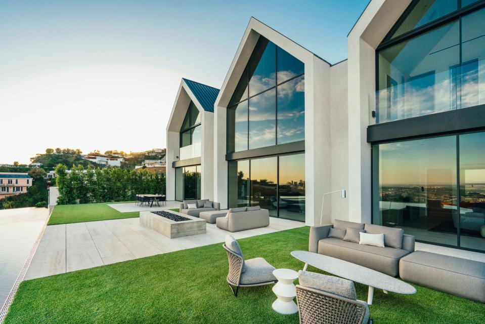 Forest Knoll, backyard pool, patio, Los Angeles, Standard Architecture, Plus Development, architect Louis Kahn, Kimbell Art Museum, Compass, luxury real estate