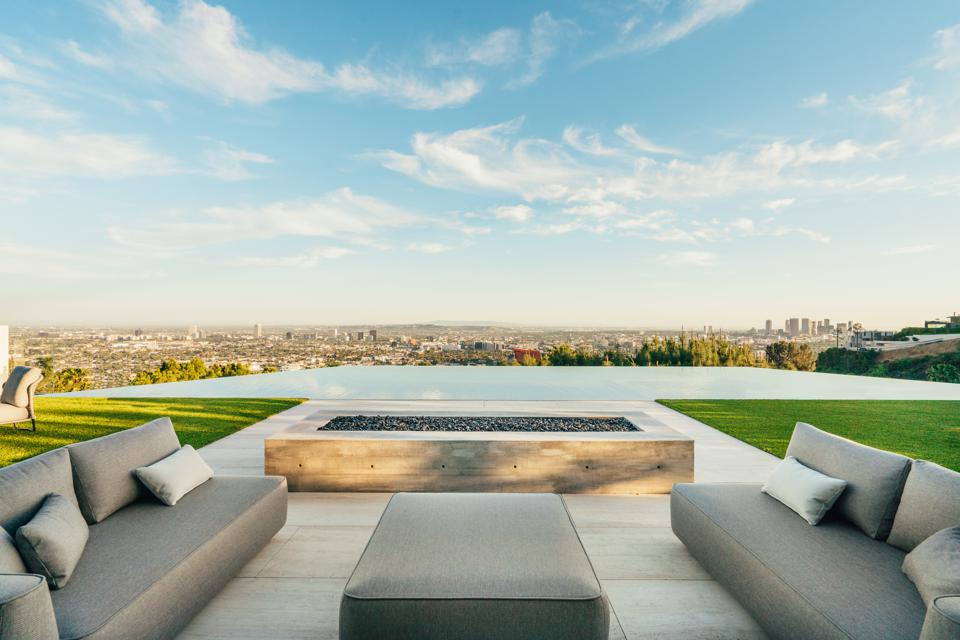 Forest Knoll, infinity pool, backyard, fire pit, Los Angeles, Hollywood Hills