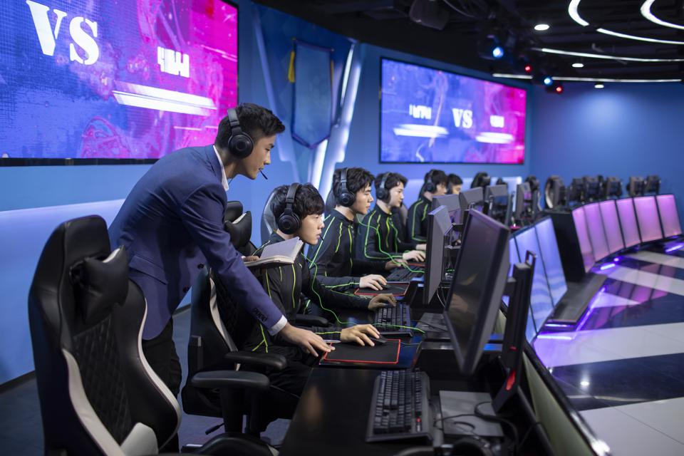 Chinese youth train gamers to play esports