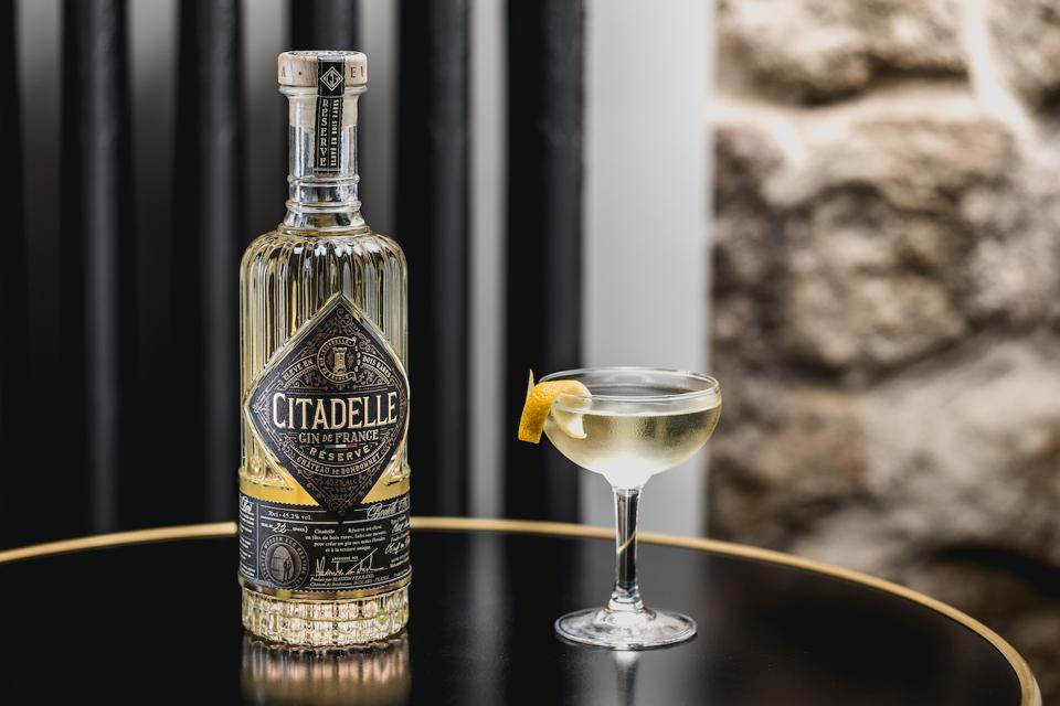 Citadelle Reserve 50 50 Martini_Easy Cocktail Recipes for Batching