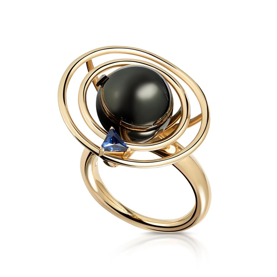 The Saturn ring, gold and Maya-cut sapphire, by Maya Gemstones.