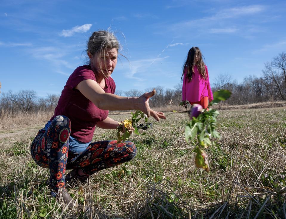 women throwing turnip