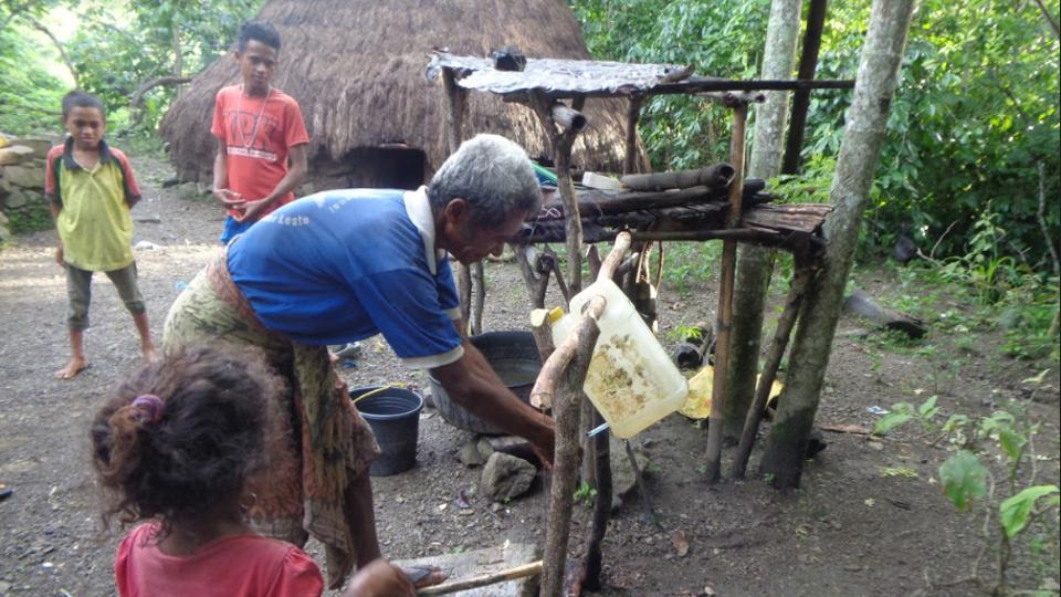A tippy-tap handwashing set-up in Oe-Noah, Suco Naimeco,Timor-Leste in 2019.