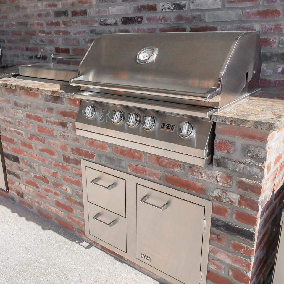 Lion Premium Grills L75623 32″ Natural Gas Grill