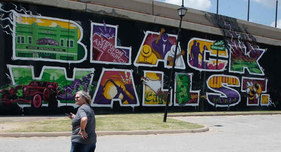 black-wall-st-mural-by-AP-Photo-Sue-Ogrocki