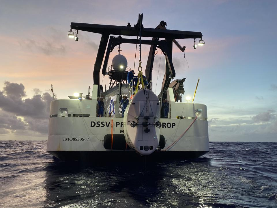 The Limiting Factor being lowered into the Pacific Ocean by its mothership, DSSV Pressure Drop.
