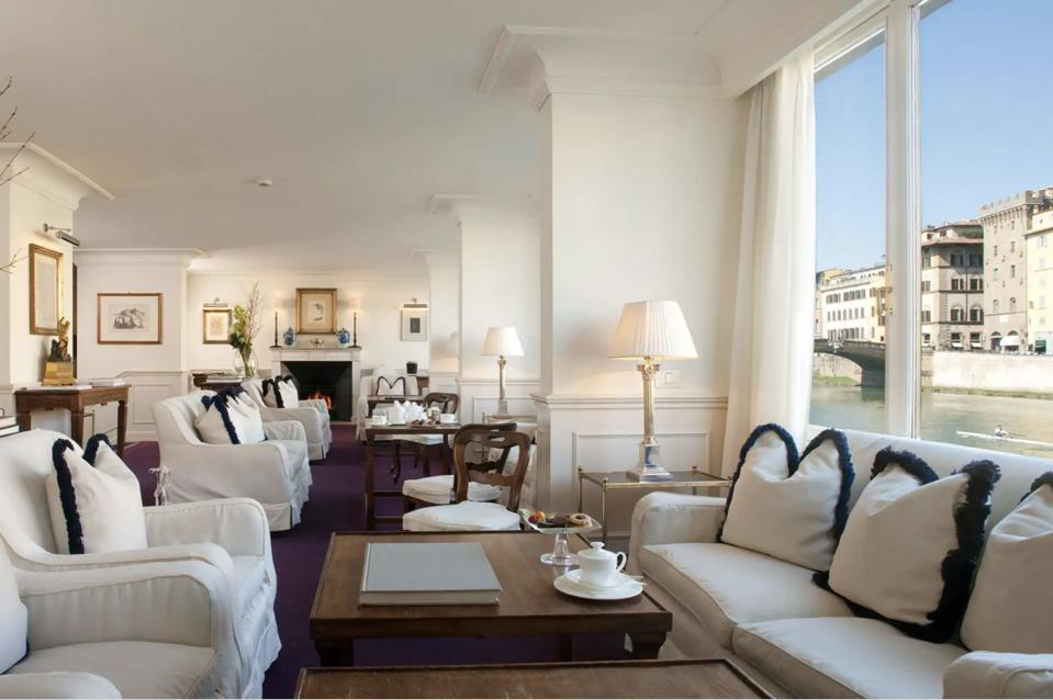 Living room over the Arno river Florence of Hotel Lungarno Firenze