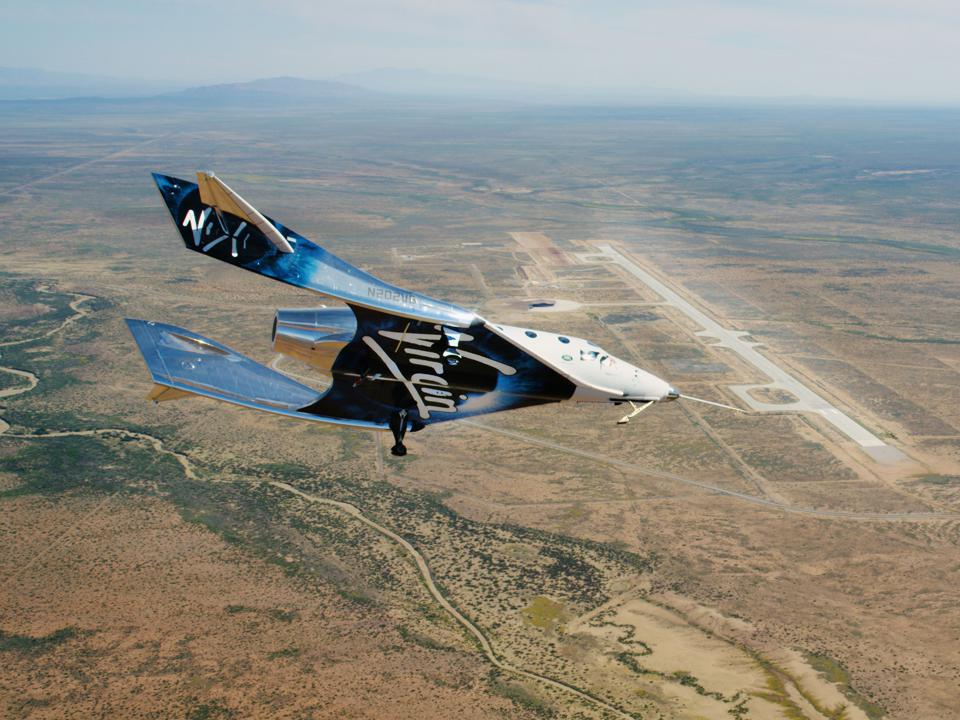 SpaceShipTwo Unity flying free in New Mexico Airspace for the first time