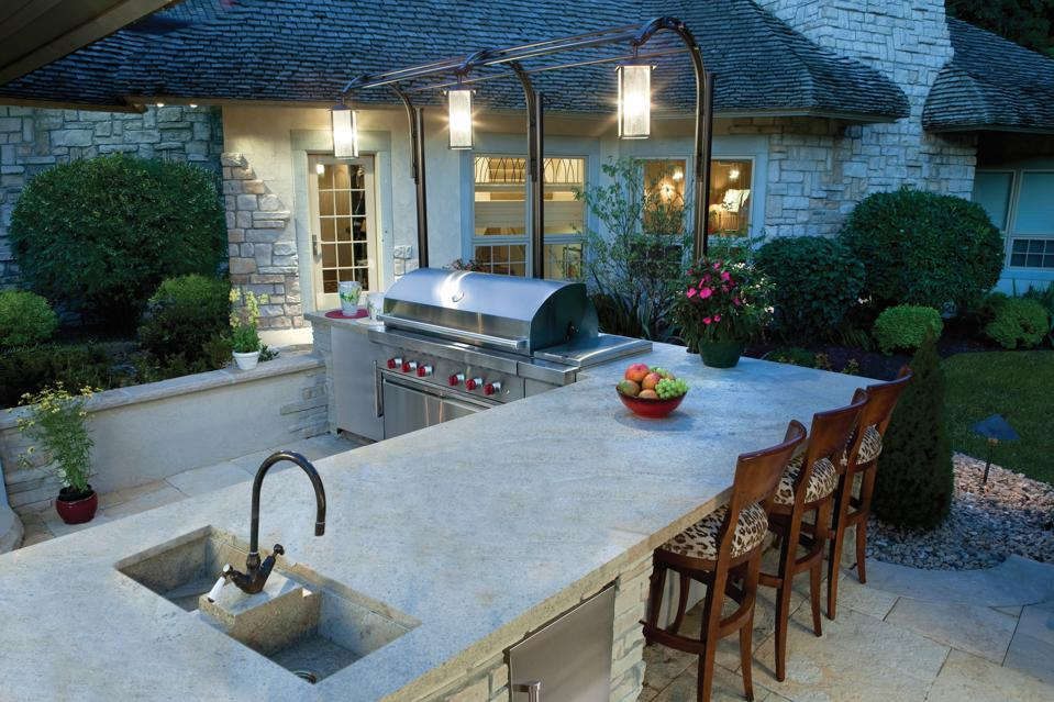 Grill center with prep sink and lighting