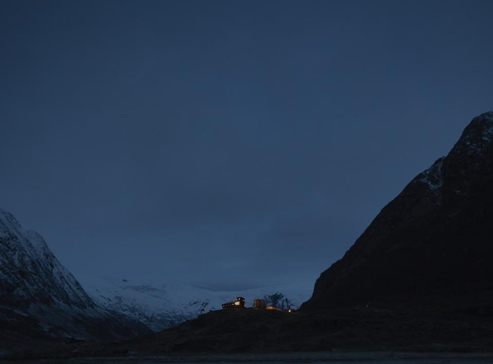 The Tungestølen mountain cabin in Norway at night.