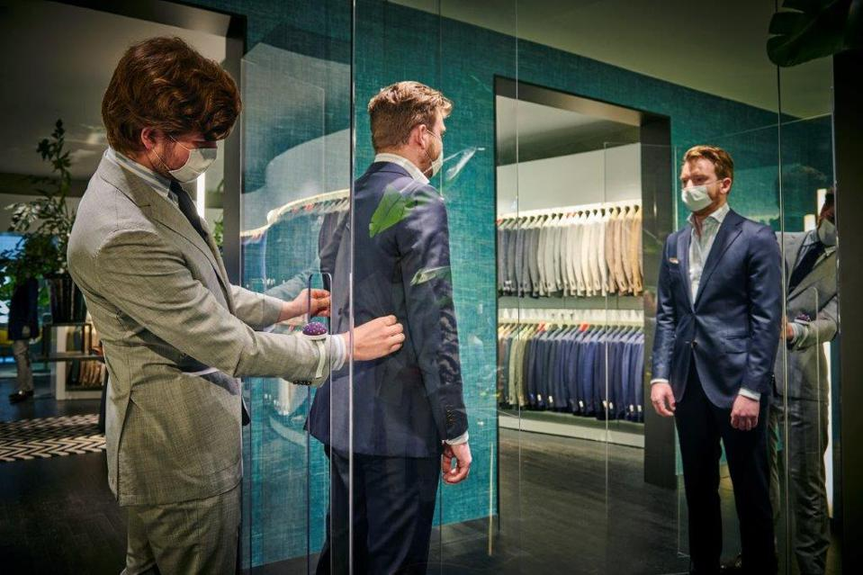 Safe shopping at Suitsupply