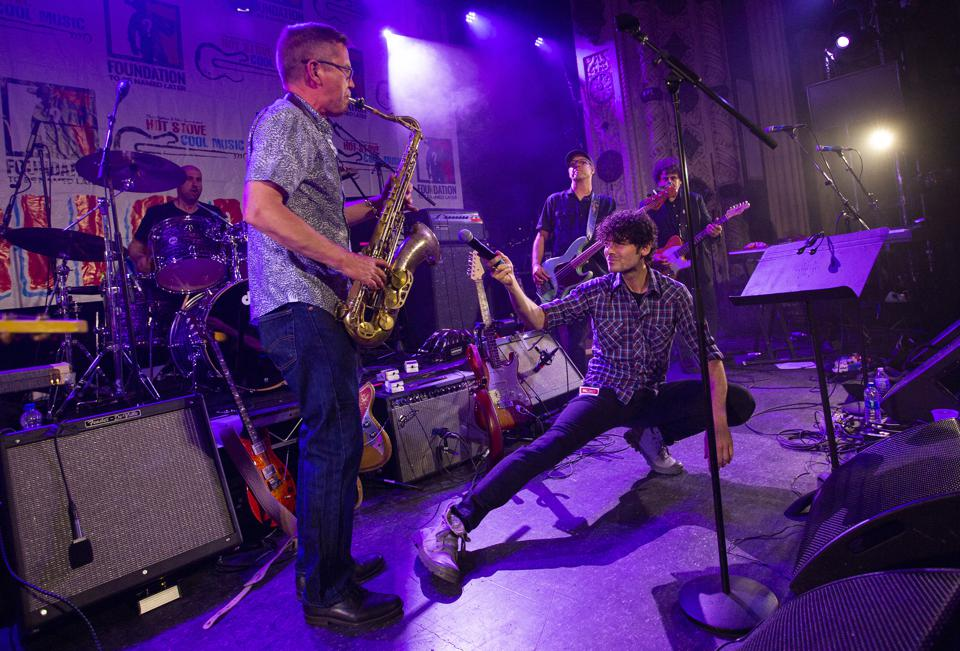Will Dailey (center) performs as part of the Boston All Stars during the annual Hot Stove Cool Music benefit concert on stage at Metro. Friday, June 8, 2019 in Chicago, IL (Photo by Barry Brecheisen)