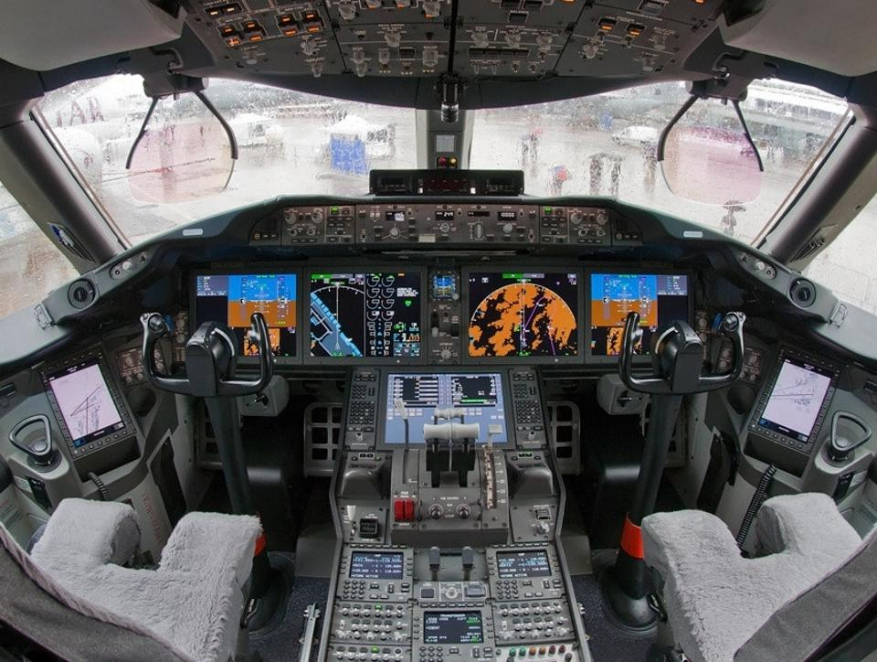 Flight deck, controls, Boeing