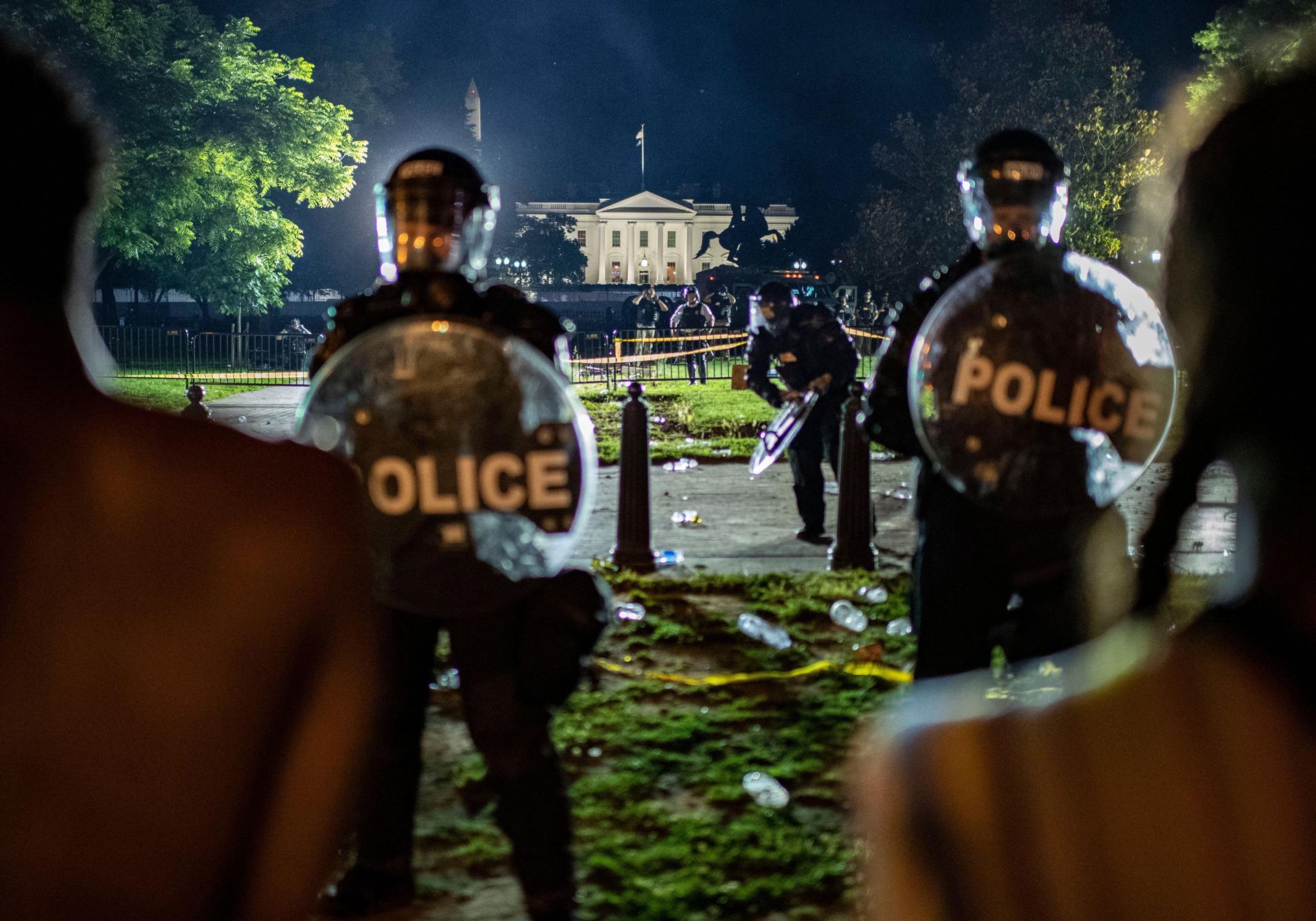 TOPSHOT-US-POLITICS-RACISM-JUSTICE-police