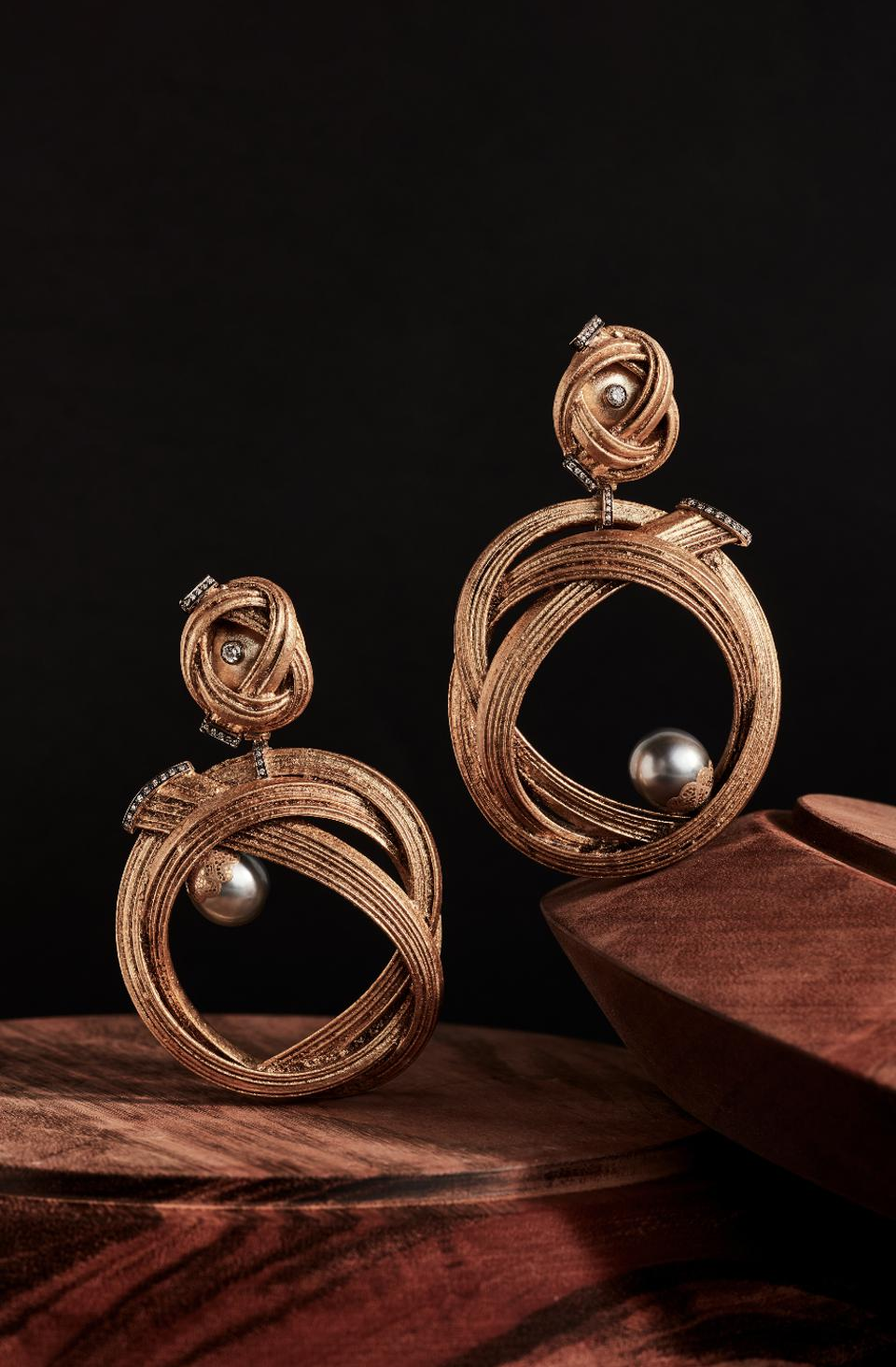 Bamboo is elevated to a precious material in these earrings