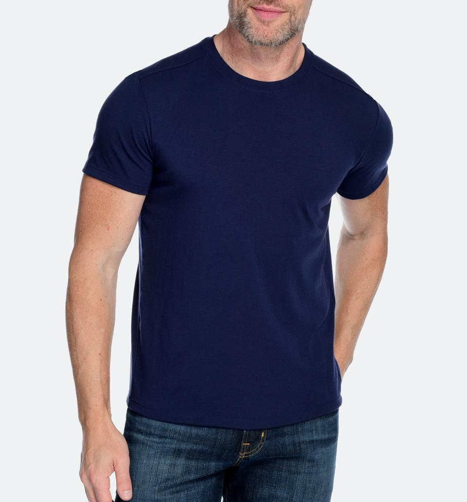 Men's ultra-fine, machine-washable cashmere and drirelease® performance polyester blend crew neck short sleeve shirt with added thermo-regulation, moisture management, and breathability.