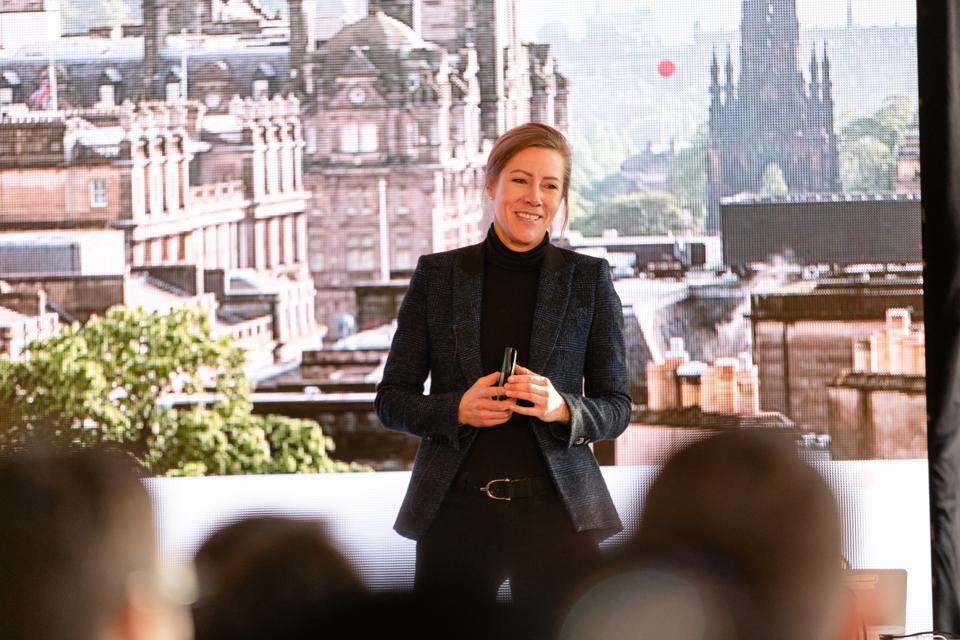 Tanya Jansen, co-founder of beqom giving a presentation
